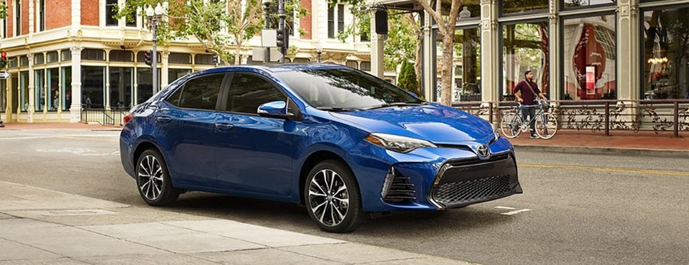 Corolla Vs Camry >> 2019 Toyota Camry Vs 2019 Toyota Corolla Which Is Best For